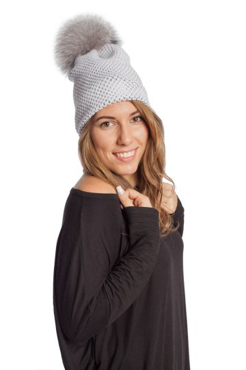 Knitted cap with fur tassel - 01