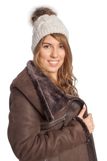 Knitted cap with fur tassel - 02