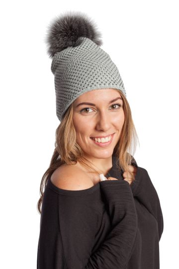 Knitted cap with fur tassel - 04