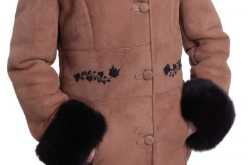 'Antónia' lambskin coat with black hand-made embroidery - 04