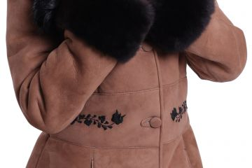 'Antónia' lambskin coat with black hand-made embroidery - 05